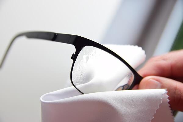Brillenreiniger - Die richtige Anwendung vom Brillenspray