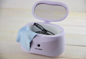 Mikrofasertuch und Brillenreinigungsgerät für den optimalen Durchblick